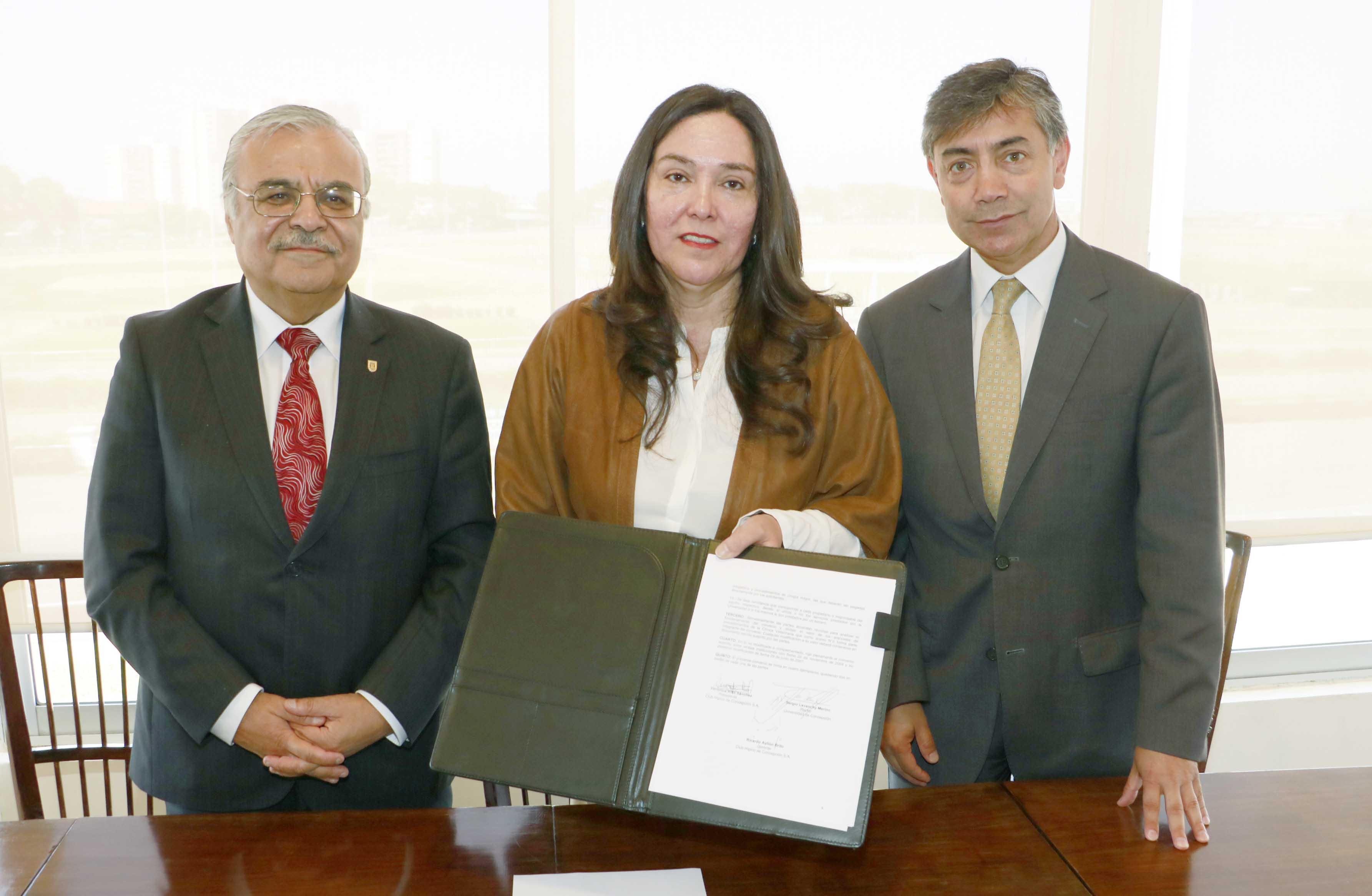 Alumnos capacitaron en educación financiera a Sindicato Nº1 de Trabajadores del Campus Chillán