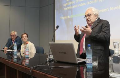 Académica de Derecho dictó charla sobre género y derechos humanos a estudiantes de Trabajo Social