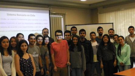 Director de Análisis Financiero de la Sbif dictó charla a alumnos de Ingeniería Comercial